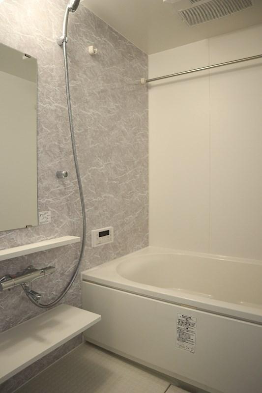 浴室乾燥機や追い焚き機能を備えたお風呂です。
