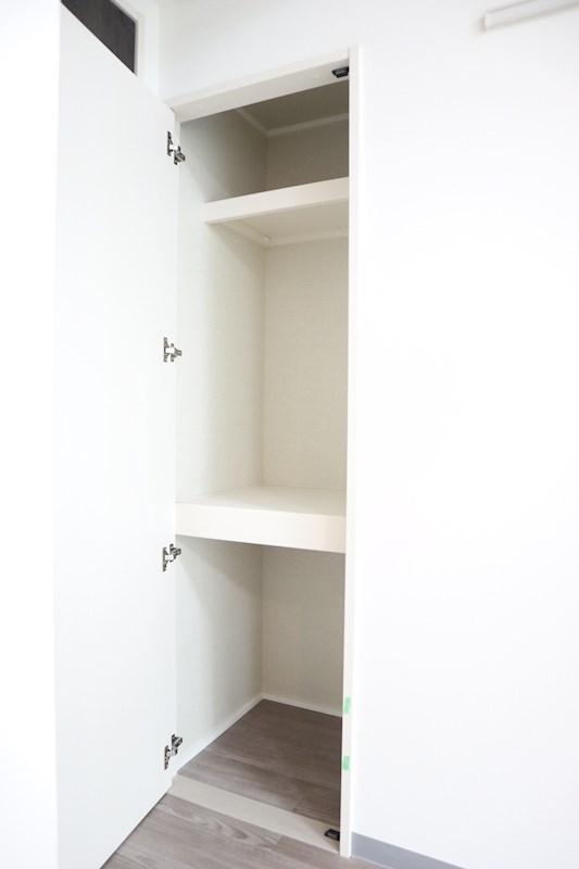 LDKの入り口ドア横にも収納があります。収納はいくつあってもいいですね。