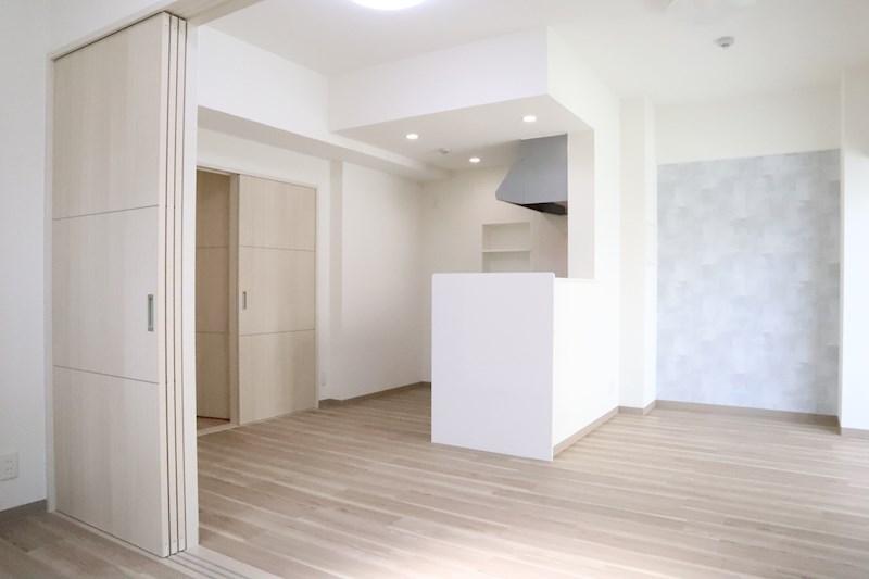 リビングのアクセントクロスはお部屋の印象をガラッと変えてくれます。