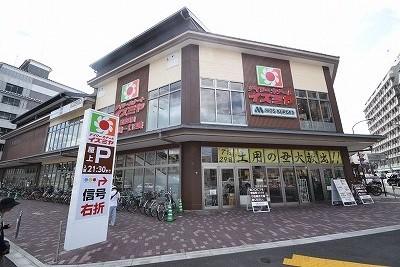 スーパー:イズミヤ 堀川丸太町店 915m