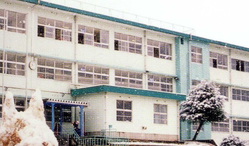 小学校:北九州市立折尾西小学校 1253m
