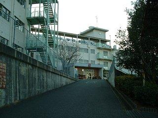 小学校:北九州市立藤松小学校 451m