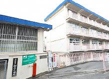 小学校:北九州市立桜丘小学校 216m