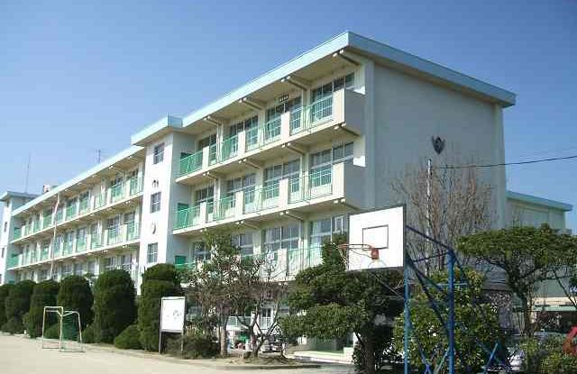 小学校:北九州市立引野小学校 492m