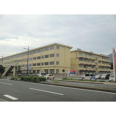 中学校:北九州市立足立中学校 1590m