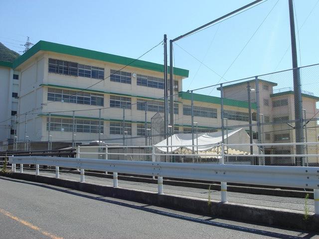 中学校:北九州市立戸ノ上中学校 602m