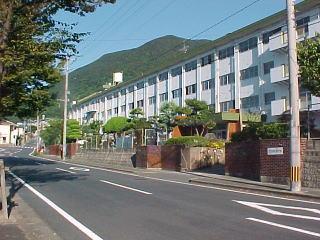 小学校:北九州市立大里南小学校 780m