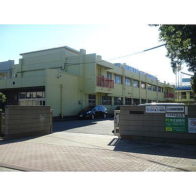 小学校:北九州市立西小倉小学校 619m