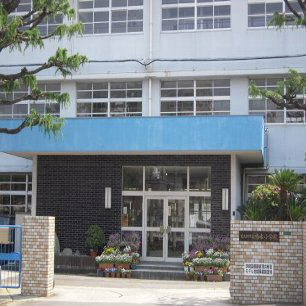 小学校:北九州市立鳴水小学校 659m