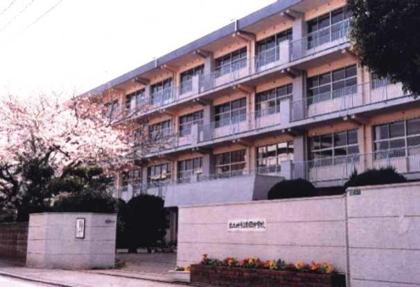中学校:北九州市立白銀中学校 398m