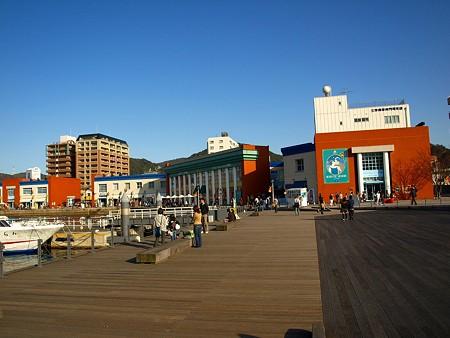 ショッピング施設:海峡プラザ 396m