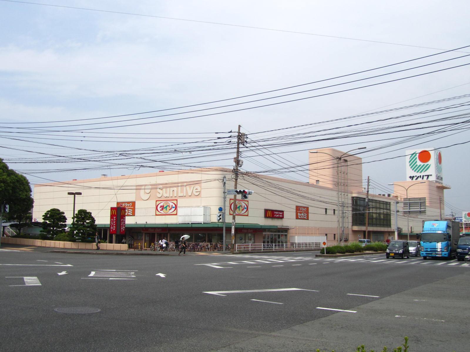 スーパー:SunLive(サンリブ) 折尾店 160m