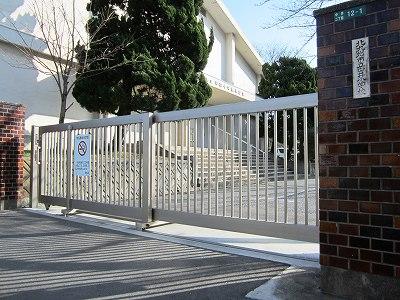 小学校:北九州市立中井小学校 129m