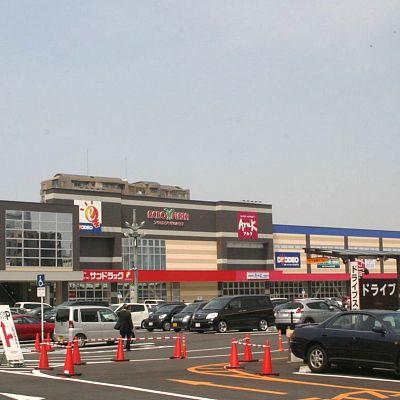 ショッピング施設:アクロスプラザいとうづ 433m