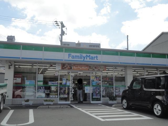コンビ二:ファミリーマート 八幡前田店 284m