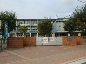 中学校:北九州市立中央中学校 156m