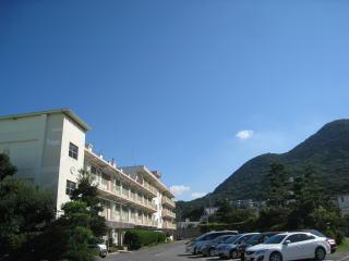 小学校:北九州市立寿山小学校 504m