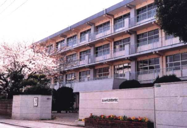 中学校:北九州市立白銀中学校 539m