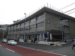 郵便局:八幡郵便局 76m