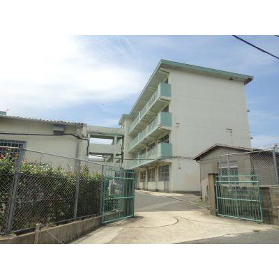 中学校:北九州市立菊陵中学校 282m