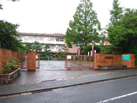 中学校:北九州市立穴生中学校 1330m