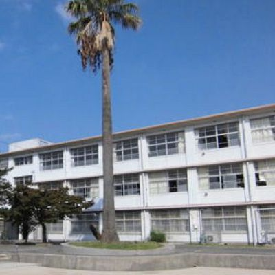 中学校:北九州市立篠崎中学校 98m