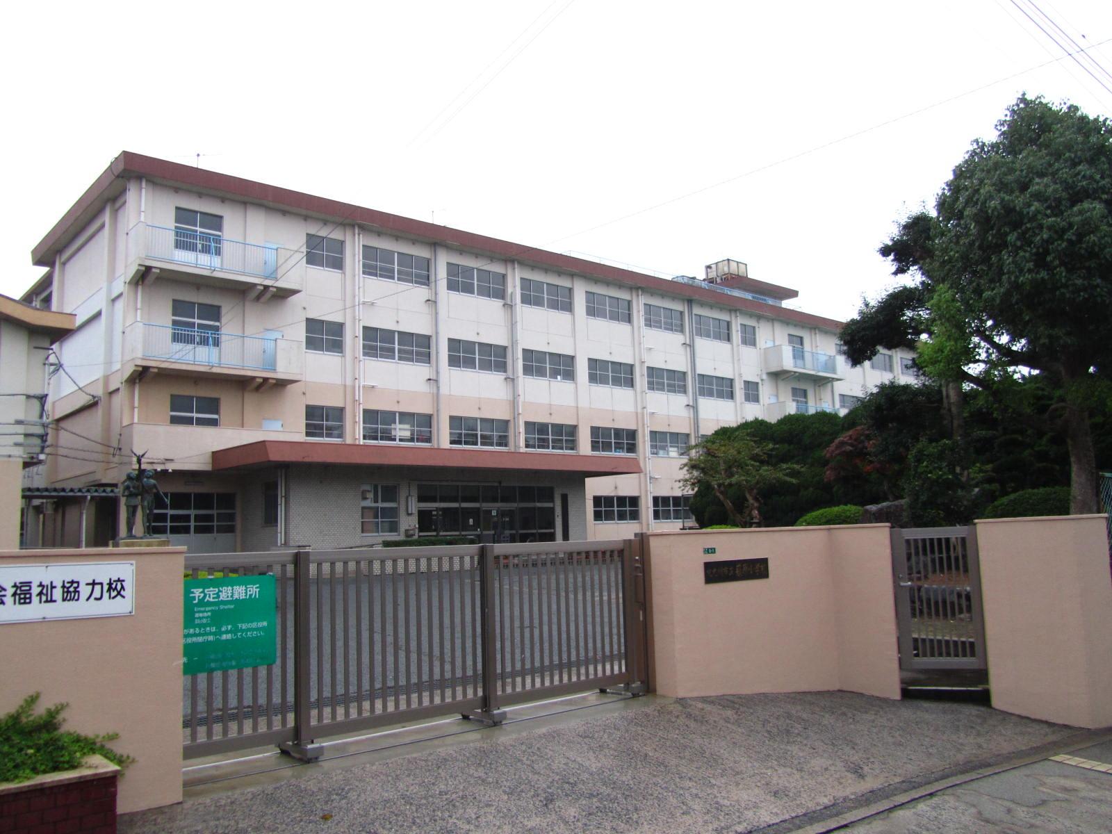 小学校:北九州市立萩原小学校 453m