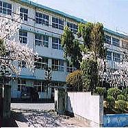 小学校:北九州市立熊西小学校 613m
