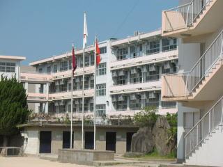 小学校:北九州市立足立小学校 521m
