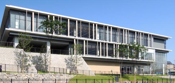 図書館:北九州市立八幡西図書館 727m