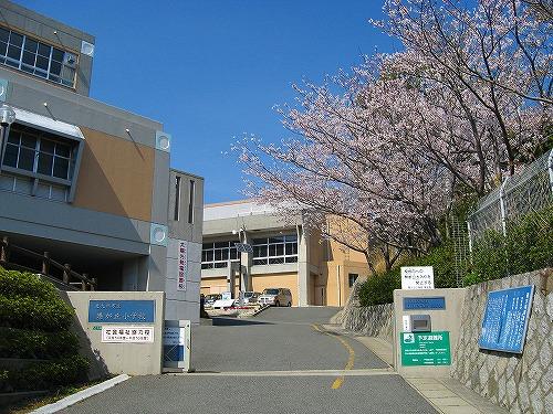 小学校:北九州市立港が丘小学校 1455m