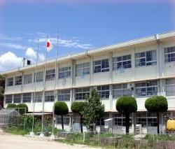 小学校:北九州市立塔野小学校 609m