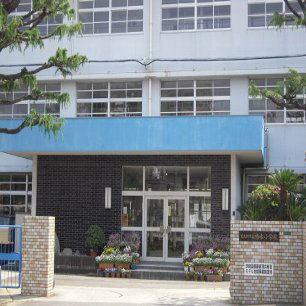 小学校:北九州市立鳴水小学校 332m
