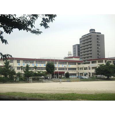 小学校:北九州市立北方小学校 363m