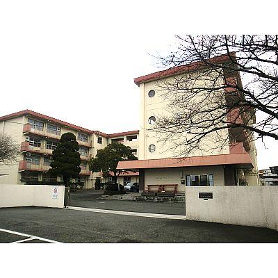 中学校:北九州市立企救中学校 988m