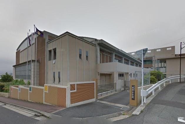 中学校:北九州市立若松中学校 910m