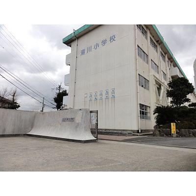 小学校:北九州市立湯川小学校 1582m
