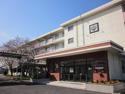 中学校:北九州市立湯川中学校 386m