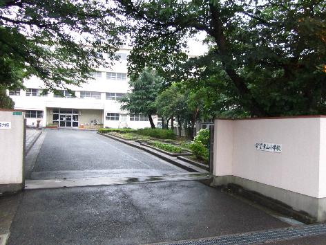小学校:北九州市立青山小学校 218m