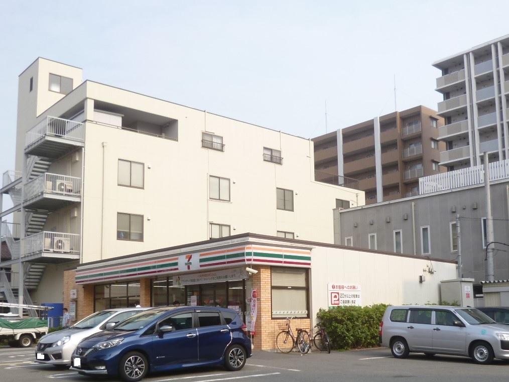 コンビ二:セブンイレブン 吹田垂水町3丁目店 49m