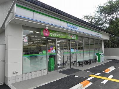 コンビ二:ファミリーマート 川端修学院店 452m